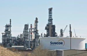 The Suncor Refinery in Edmonton is seen on April 29, 2014. The steep drop in crude prices was evident in the fourth-quarter earnings of Suncor Energy Inc., Canada's biggest oil and gas company. (Jason Franson / The Canadian Press)