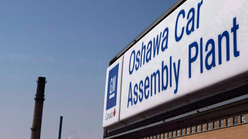Outside General Motors car assembly plant in Oshawa, Ont., Canada. (THE CANADIAN PRESS / Michelle Siu)
