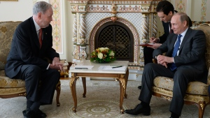 Putin and Chretien meet outside Moscow, Russia