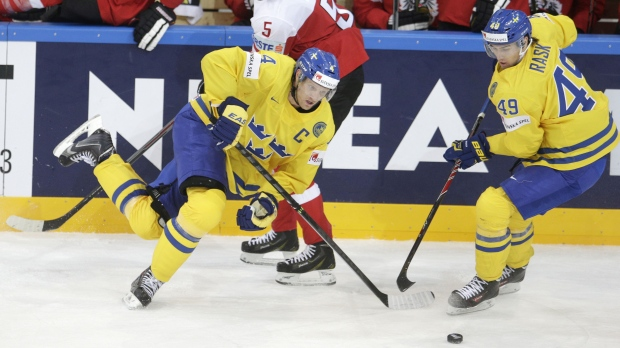 Defending champion Russia, Sweden win 2nd straight games ...