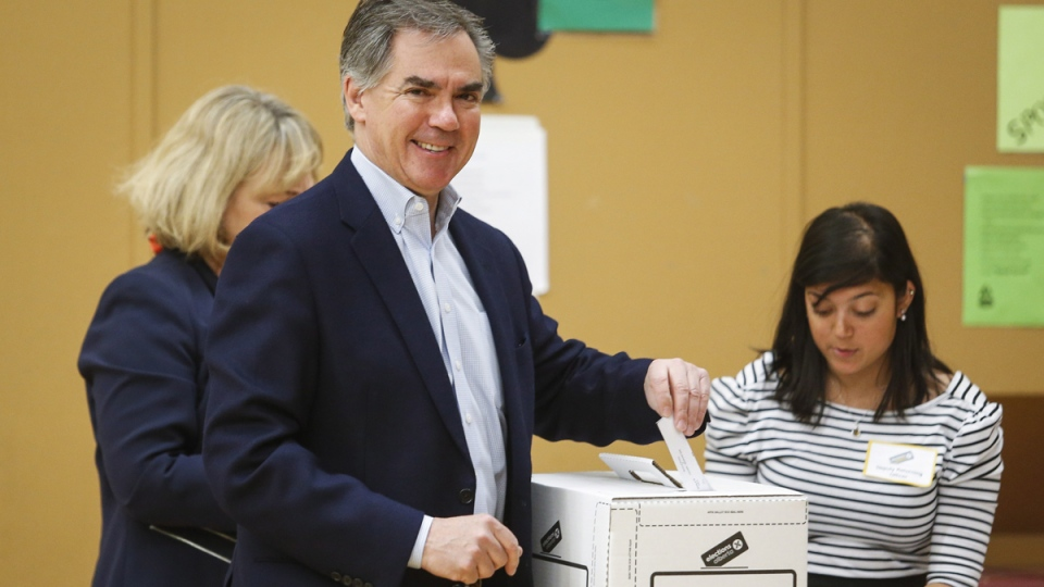 Alberta PC Party leader Jim Prentice casts his vote Calgary, Alta., Tuesday, May 5, 2015. (Jeff McIntosh / THE CANADIAN PRESS)