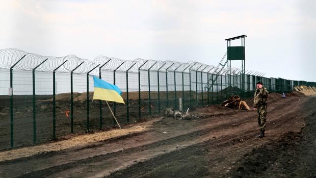Ukraine Erects Project Wall On Russian Border Critics Fear