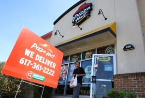 Florida woman held hostage uses Pizza Hut's online ordering to ask for help