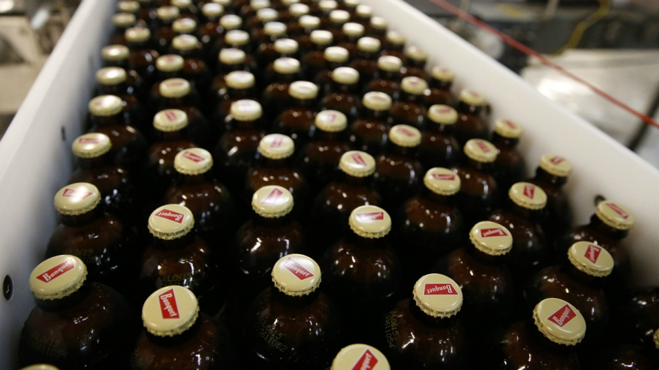 Newly-filled and sealed bottles of Coors Banquet beer move along on a conveyor belt, at the MillerCoors Brewery, in Golden, Colo. on March 11, 2015. (AP / BrennaN Linsley)