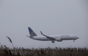 A United Airlines plane lands in a snowfall at Newark Liberty International Airport on Jan. 26, 2015, in Newark, N.J. (Mel Evans / AP Photo)