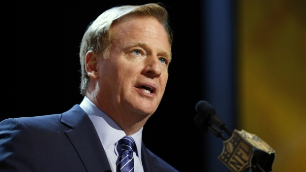 NFL commissioner Roger Goodell speaks during the first round of the 2015 NFL Football Draft in Chicago on April 30, 2015. (AP / Charles Rex Arbogast)