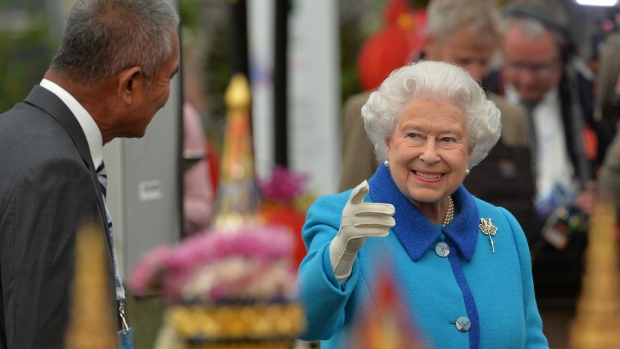 Queen Elizabeth visits the Royal Horticultural Society Chelsea Flower Show 2015 in London Monday May 18, 2015. (Julian Simmonds / AP)