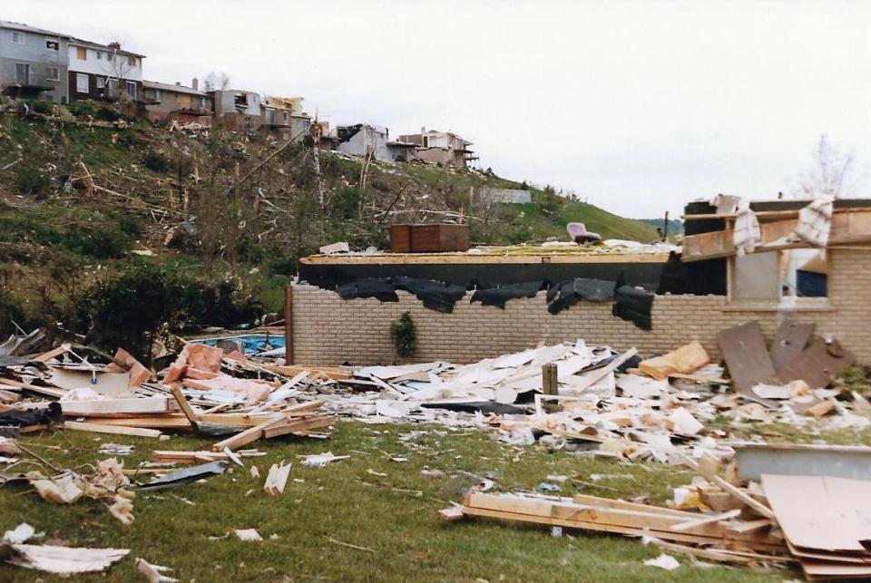 Barrie Tornado in 1985 on May 31st     #9e  Allandale   Innisfil St.jpg