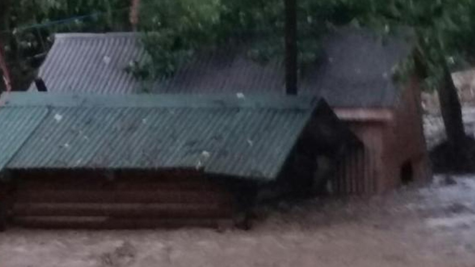 Cache Creek (BC) Canada  city photos gallery : ... flash flood left homes underwater in Cache Creek. @MJB2364 / Twitter