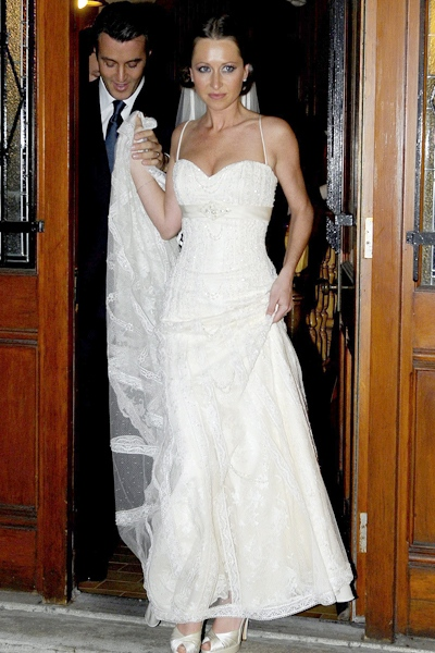 Ben Mulroney and his bride Jessica Brownstein leave St. Patrick's Bascilica in Montreal after their wedding ceremony on Thursday Oct. 30, 2008. (Graham Hughes / THE CANADIAN PRESS)