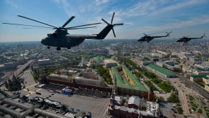A Russian air force Mi-26 helicopter, front, flies over Red Square in Moscow, Russia, on May 9, 2015. (RIA Novosti)