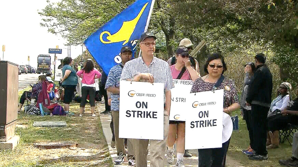 A group of high school teachers picket in Mississauga on Tuesday, May 26, 2015.