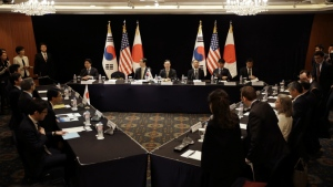 South Korea's delegation, centre, led by Special Representative for Korean Peninsula Peace and Security Affairs Hwang Joon-kook, centre top, U.S. delegation, right, and Japan's delegation, left, attend at their meeting about North Korea in Seoul, South Korea on May 27, 2015. (AP / Lee Jin-man)