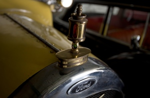 For an elite but passionate group of vintage car collectors in Pakistan, restoring antique rides is like travelling back in time -- and money seems to be no obstacle when the prize is a Lincoln convertible that belonged to an Afghan king or a Rolls-Royce once used by India's last viceroy.