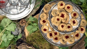 Mad Maple Country Inn: Wild Ginger Cookies with Chokecherry Jelly