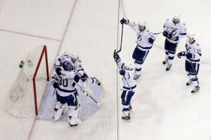 The Tampa Bay Lightning celebrate their 2-0 win over the New York Rangers in Game 7 of the Eastern Conference final during the NHL hockey Stanley Cup playoffs, Friday, May 29, 2015, in New York. (AP / Julie Jacobson)