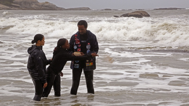 Divers honour slaves killed in Cape Town shipwreck