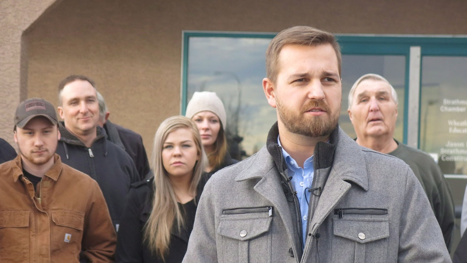 Derek Fildebrandt speaks in Strathmore, Alta., on Jan.26, 2015. (Bill Graveland / THE CANADIAN PRESS)
