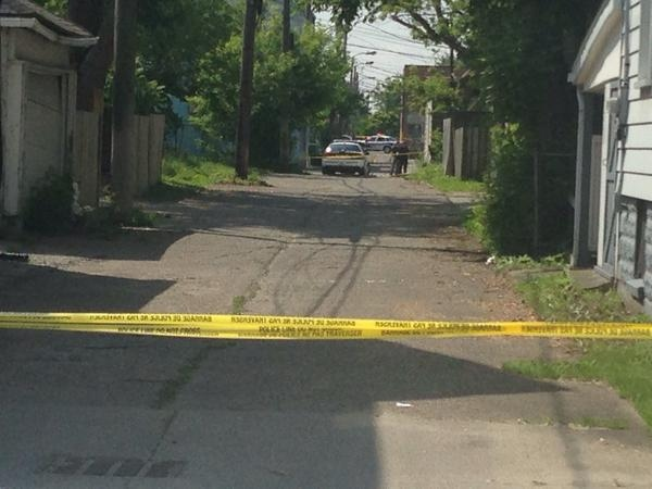 Windsor police are investigating an 'apparent homicide' on Alymer Avenue in Windsor, Ont., Thursday, June 4, 2015. (Rich Garton / CTV Windsor)