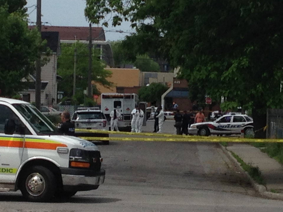 Windsor police are investigating an 'apparent homicide' on Alymer Avenue in Windsor, Ont., Thursday, June 4, 2015. (Michelle Maluske / CTV Windsor)
