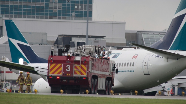 westjet plane from toronto slides off runway in montreal. Black Bedroom Furniture Sets. Home Design Ideas