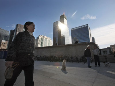 Pedestrians rest near the central business district in Beijing, China, Monday, Nov. 3, 2008. (AP / Ng Han Guan)