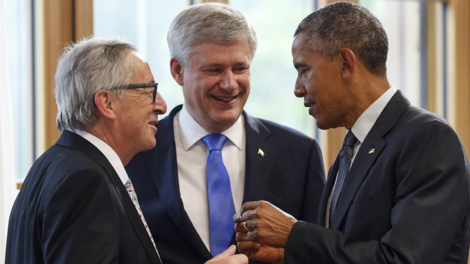EU Commission President Jean-Claude Juncker, left, talks with Prime Minister Stephen Harper, centre, and U.S. President Barack Obama, right, prior to the third working session at the G-7 summit in Schloss Elmau hotel near Garmisch-Partenkirchen, southern Germany on June 8, 2015. (AP / Markus Schreiber)
