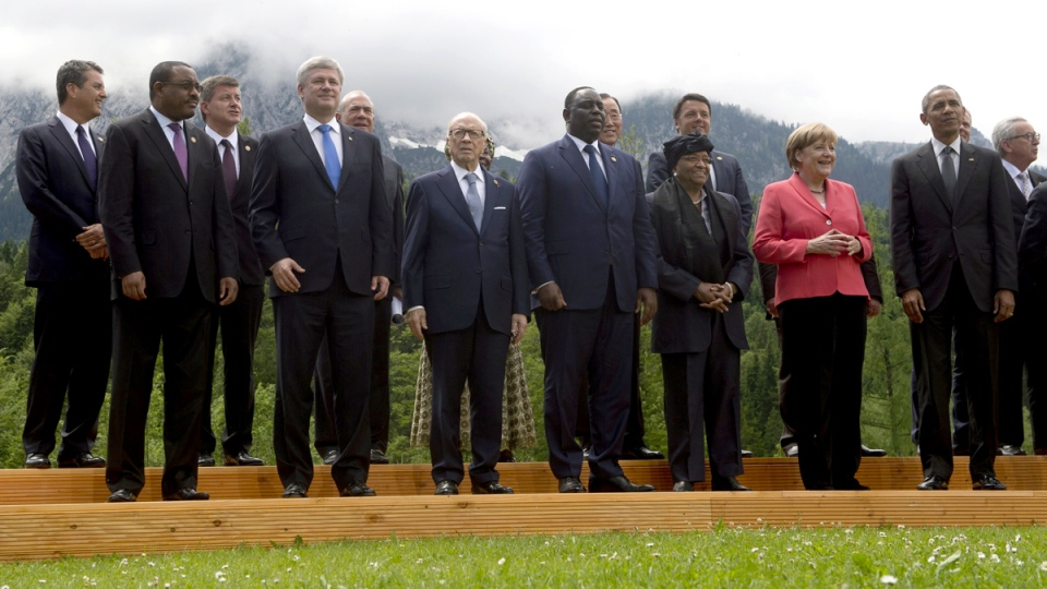 Prime Minister Stephen Harper, fourth from left, takes part in the official family photo with outreach partners at the G7 Summit in Garmisch, Germany on Monday, June 8, 2015. (Adrian Wyld / THE CANADIAN PRESS)