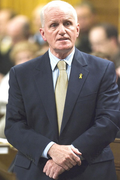 Defence Minister Gordon O'Connor stands in the House of Commons during Question Period on Parliament Hill in Ottawa on April 25 2007. (CP / Fred Chartrand)