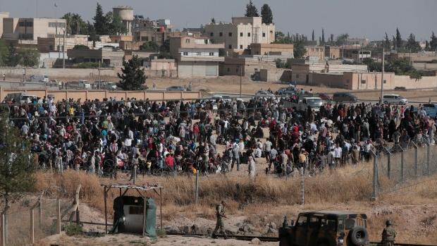 Syrian refugees at Turkish border