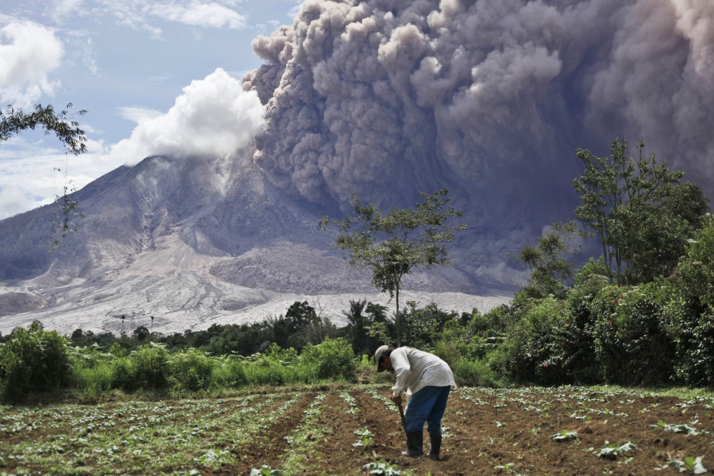 Spectacular Photos Of Volcano Eruption In Indonesia Ctv News