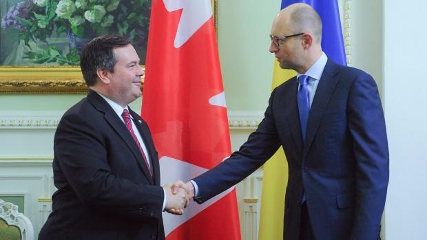 Jason Kenney shakes hands with Ukranaine PM