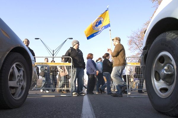Striking CUPE 3903 members slow down the entry of traffic as they picket at York University in Toronto on Thursday, Nov. 6, 2008. (Frank Gunn / THE CANADIAN PRESS)