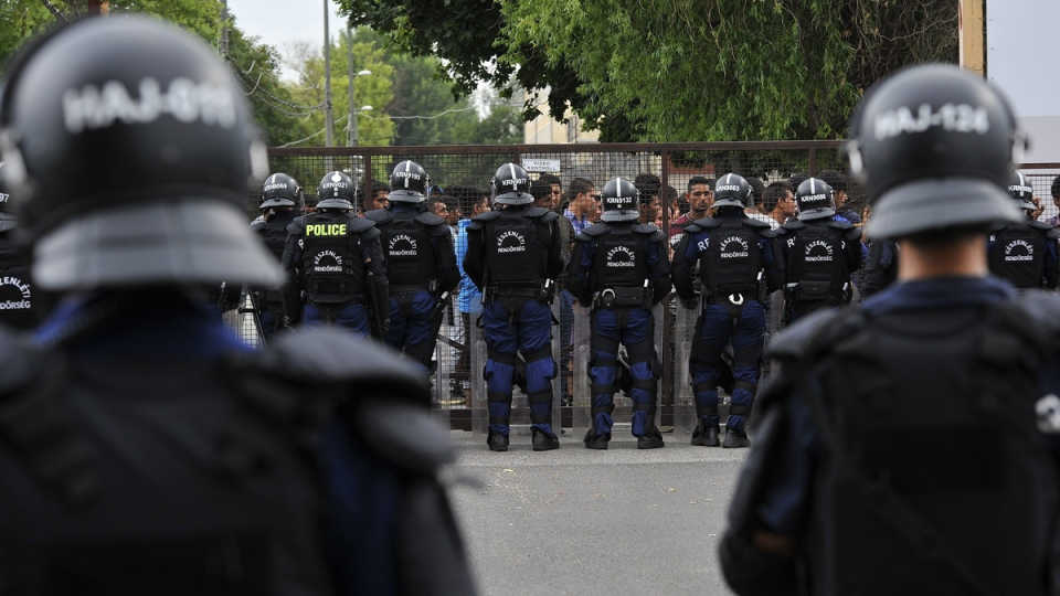 Police use tear gas to stop migrant fighting