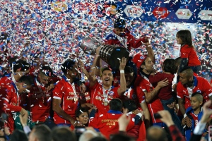 Chile's players hold up the trophy after the Copa America final soccer match against Argentina at the National Stadium in Santiago, Chile on July 4, 2015. (Luis Hidalgo / AP Photo)