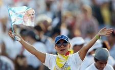 Thousands gather to greet Pope Francis