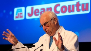Jean Coutu speaks to shareholders at his pharmaceutical company's annual meeting in Longueuil, Que., on Tuesday, July 8, 2014. (Ryan Remiorz/The Canadian Press)