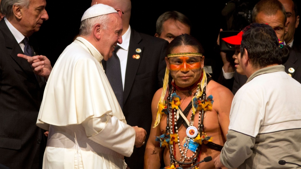 Pope Francis talks to Indian leaders and social workers at the second World Meeting of Popular Movements in Santa Cruz, Bolivia, Thursday, July 9, 2015. (AP / Rodrigo Abd)
