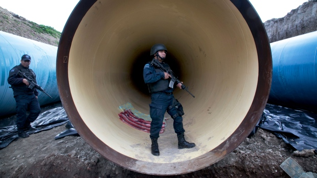 Federal police guard a drainage pipe outside of the Altiplano maximum security prison in Almoloya, west of Mexico City, Sunday, July 12, 2015. (AP / Marco Ugarte)