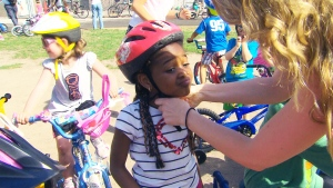 Canada AM: How to find the right bike helmet