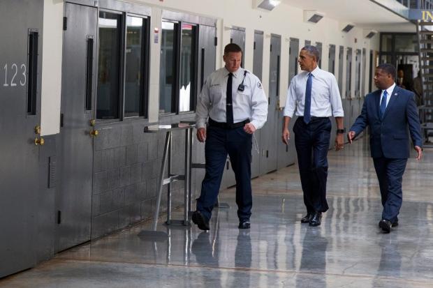 Obama tours federal prison