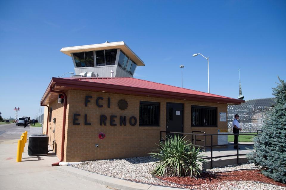 A Secret Service police officer stands outside El Reno Federal Correctional Institution in El Reno, Okla., Thursday, July 16, 2015. (AP/Evan Vucci)