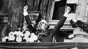 Former French president Charles de Gaulle is shown saluting a crowd in Montreal on July 24, 1967. (Chuck Mitchell / THE CANADIAN PRESS)