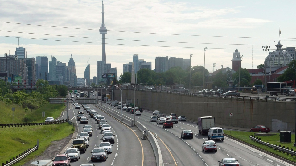 Vehicles crawl past the nearly empty Pan Am high-occupancy vehicle lanes as morning rush hour traffic crawls in Toronto on Monday, June 29, 2015. (Frank Gunn / THE CANADIAN PRESS)