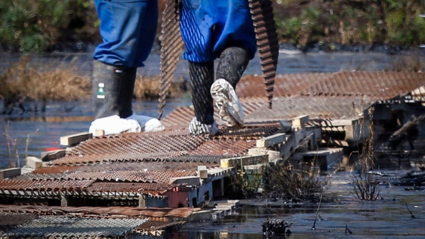 Cleaning up Alberta pipeline spill