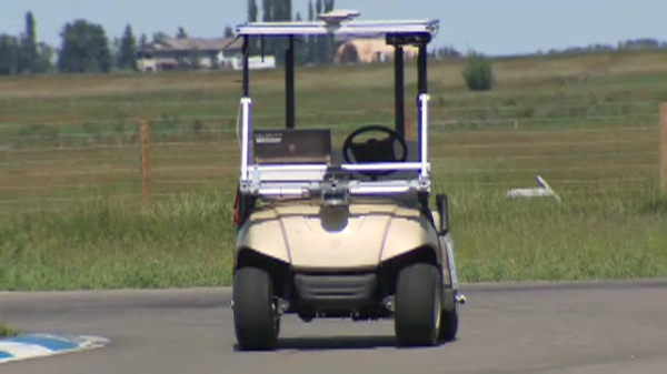This golf cart can drive completely on its own thanks to crafty software designed by two savvy University of Waterloo students.