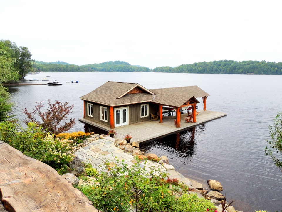 Photos: Homes of the Month: Waterfront Properties on Waterfront Backyard Ideas id=36871