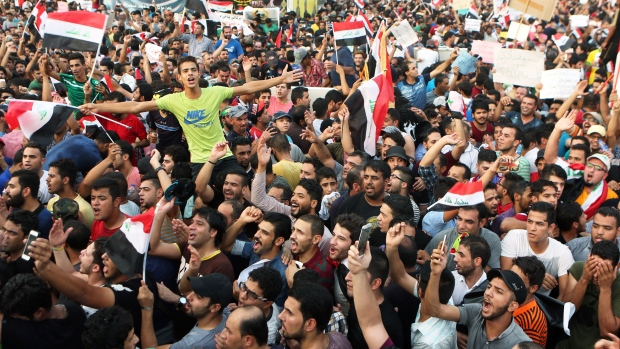 Protesters chant anti-Iraqi government slogans and wave national flags in Tahrir Square in Baghdad, Iraq, Friday, Aug. 7, 2015. (AP / Khalid Mohammed)