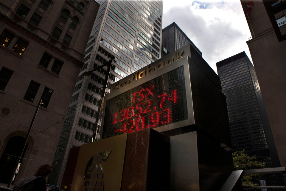 A display board shows the closing figures for the Toronto Stock Exchange on Monday, Aug. 24, 2015 after a day of high volatility in the financial market caused by fears over the Chinese economy. (Chris Young / THE CANADIAN PRESS)