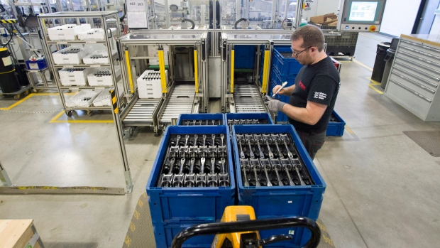 Canada's volatile jobs survey posts biggest monthly drop since 2009